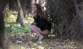 Brown-haired beauty pissing in the bushes (amateur XXX)
