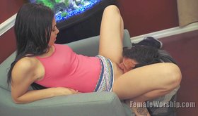 Leggy brunette teen gets her pussy royally serviced on cam