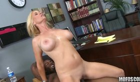 Ebony lad bangs blonde whore on office desk